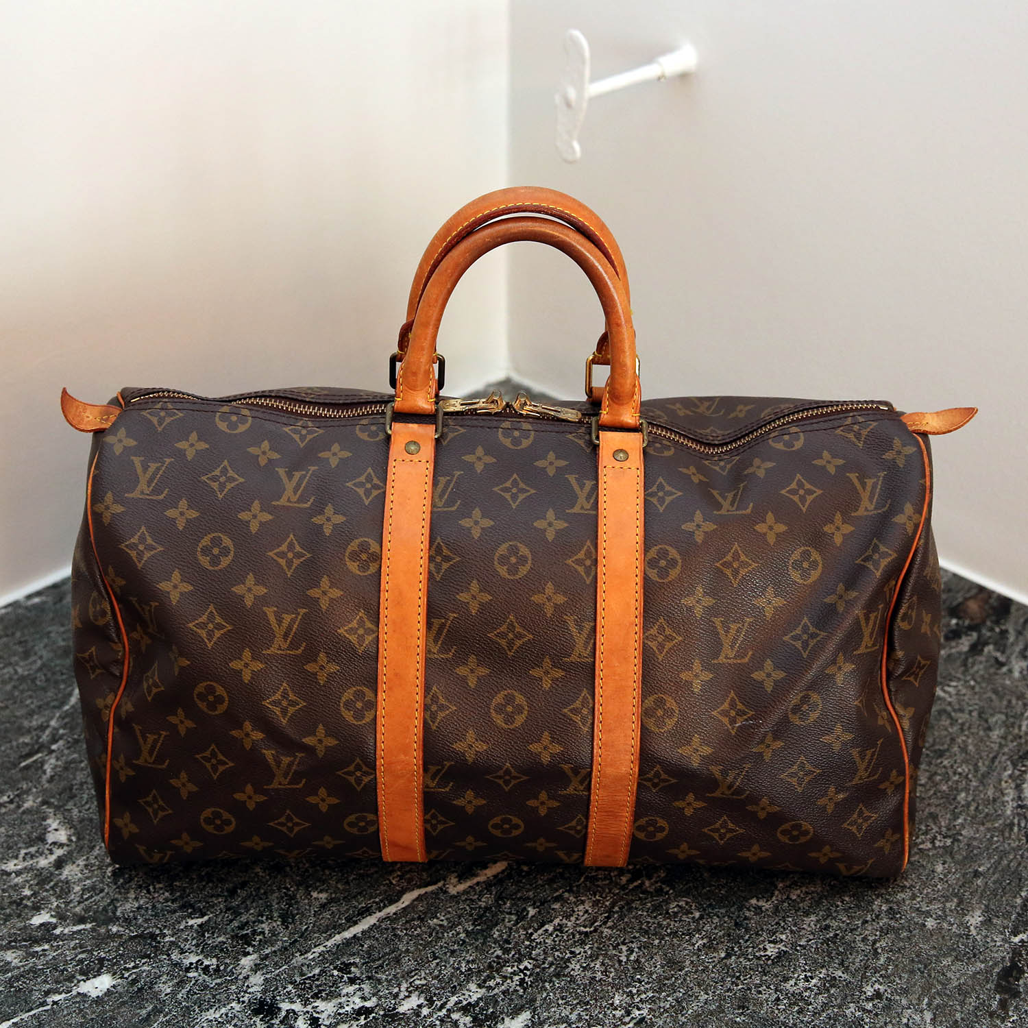 louis vuitton keepall 45 pre owned louis vuitton and other luxury brands. Black Bedroom Furniture Sets. Home Design Ideas
